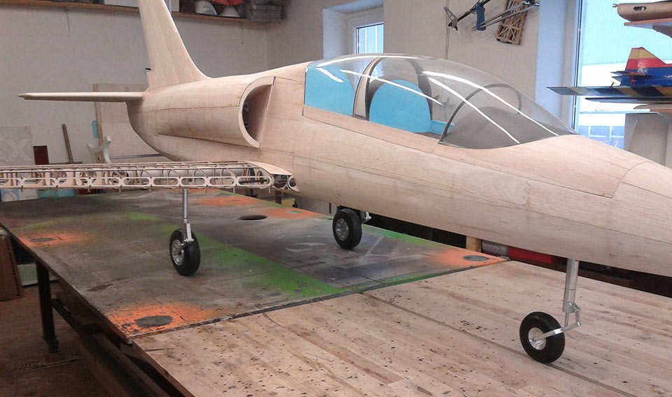 Model-plane-built-with-plywood